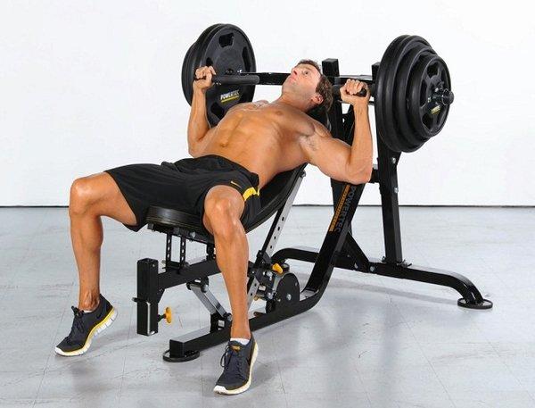 Đẩy tạ giúp cơ bắp tay trước phát triển nhanh