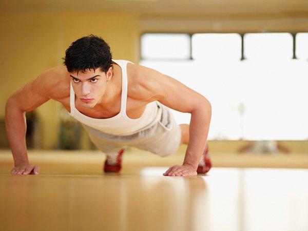 Hít đất tại nhà để có cơ ngực to và dày