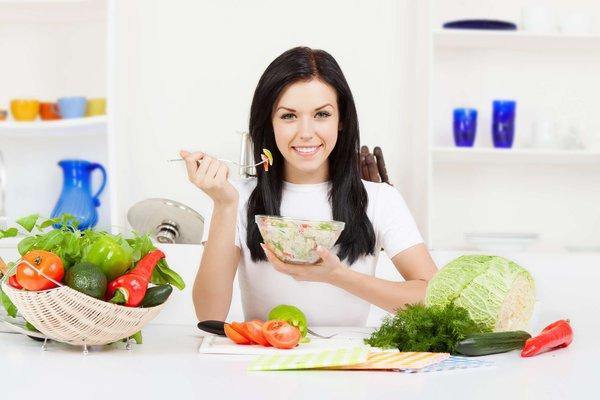 Nên sử dụng nhiều rau xanh, hoa quả để có gương mặt ưa nhìn